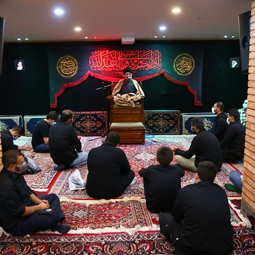 گزارش تصویری از سخنرانی حجت الاسلام سیّدعباس موسوی مطلق در روز اول محرم ۱۴۰۰